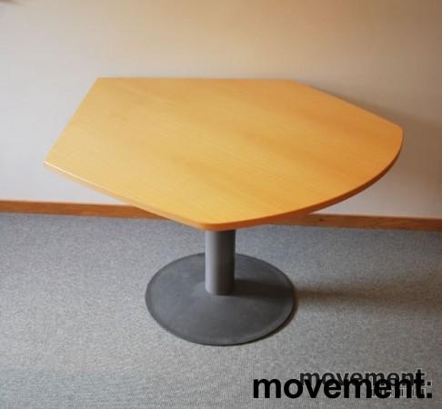 Kinnarps avlastningsbord i bok foråsette ved siden av skrivebord, pent brukt