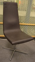 ForaForm Clint loungestol i brunt skinn / krom, pent brukt