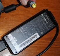 Lader 92P1107 til LENOVO bærbar PC - 90W, original Lenovo, Rund plugg, pent brukte