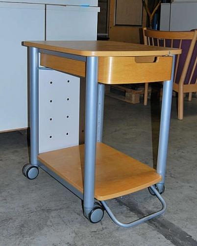 IKEA avlastningsbord på hjul, pent brukt