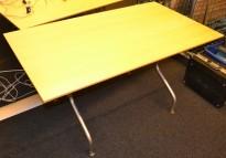 Skrivebord / lite konferansebord / møtebord 140x80cm i bjerk fra Skandiform, pent brukte