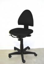 Kinnarps FreeFloat 6000 kontorstol nytrukket i sort stoff, pent brukt, NEDSATT PRIS
