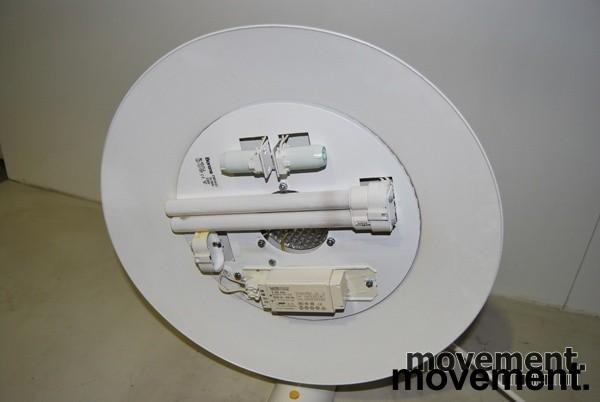 Borens retro vegglampe i hvitt, pent brukt bilde 2