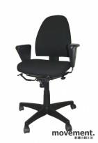 Kinnarps FreeFloat 6000 kontorstol med armlener, nytrukket i sort, pent brukt
