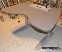 Skrivebord fra Duba-B8 i grått, med el. hevsenk, pent brukt
