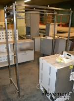 Garderobestativ i stål, 150cm bredde, pent brukt