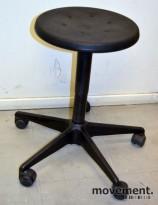 Liten verkstedkrakk på hjul med justerbar høyde, pent brukt