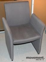 Loungestol på hjul i grått stoff, pent brukt