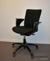 Savo Apollo L, kontorstol med armlener, sort stofftrekk (Gaja) pent brukt