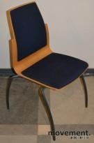 Konferansestol fra JARL i bøk/blåprikkete stoff, pent brukte