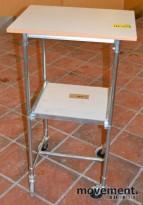 Tralle 60x43cm, høy type med 2 laminat hylleplater, pent brukt