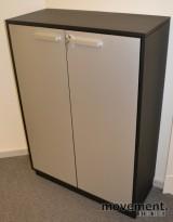 Ringpermreol i grått, med lysegrå dører, 115cm høyde, pent brukte