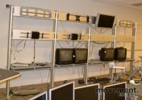 Modulvegg for kontrollrom, for feste av skjermer og teknisk utstyr, pent brukt