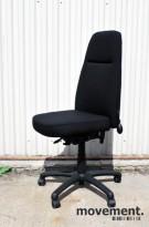 Hedemorastolen kontorstol med høy rygg, nyoverhalt og nytrukket i sort stoff