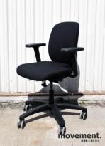Savo Eos L, kontorstol med armlener, nytrukket i sort stoff