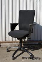 Savo Apollo L, kontorstol med armlener, sort stofftrekk (Myr 100), pent brukt
