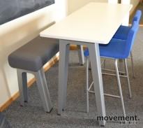 Høyt bord (100cm) fra Steelcase, 140x60 platemål, lys grå plate, pent brukt