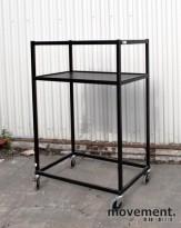 AJ Produkter tralle / AV-stativ / hylle på hjul, 2 høyder, pent brukt