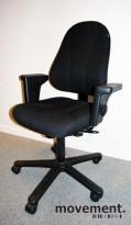 Savo 90 kontorstol, nyoverhalt og nytrukket i sort stoff (Fame), pent brukt