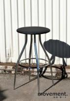 Calligaris barkrakk i sort / krom, sittehøyde 74 cm, brukt
