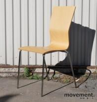 Konferansestol fra HovDokka med høy rygg i formspent bøk, pent brukt