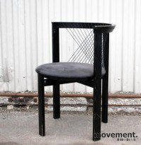 String Chair, design Niels Jørgen Haugesen, stol i sort / grått, brukt