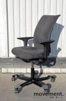 Håg H05 5600 kontorstol, grått mikrofibertrekk med swingbackarmlener, pent brukt