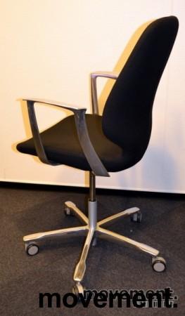 Kinnarps Monroe konferansestol på hjul i sort/krom, pent brukte bilde 3