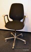 Kinnarps Monroe konferansestol på hjul i sort/krom, pent brukte