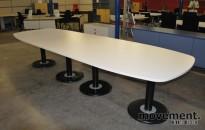 Moderne møtebord i hvitt, sort understell, 360x120cm, for 12-14 personer, NYTT/UBRUKT