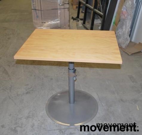 EFG avlastningsbord lite bord i bok,understell i grått, 80×63 cm, pent brukt