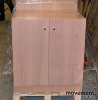 Skap med dører, hvitlasert eik, 2 høyder, 87 cm høyde, 80 cm bredde, pent brukt
