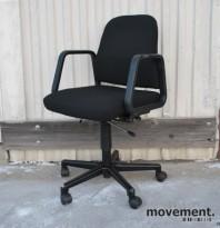 Savo 8 retro kontorstol, nyoverhalt og nytrukket i sort stoff (Fame), pent brukt