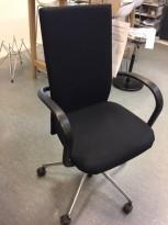 Konferansestol på hjul fra Vitra, modell AC1, Design: Antonio Citterio, sort, pent brukt