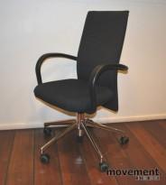 Vitra Citterio AC 1 konferansestol, sort sete, rygg i sort / grått, pent brukt