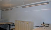 Stort vegghengt whiteboard med sølvgrå ramme, 150x700 cm, pent brukt