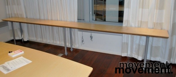 Langt avlastningsbord i bjerk, 400(200+200) x 40 cm, 72 cm hoyde, pent brukt