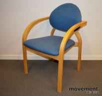 Stablestol i lyst blått ullstoff / bøk, 44 cm sittehøyde, pent brukt