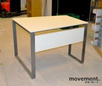Asymmetrisk skrivebord i hvitt / grått med frontpanel, 100x80 cm, pent brukt