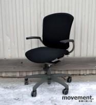 Savo MaxIkon 3 kontorstol med armlener, nyoverhalt og nytrukket i sort (Gandal)