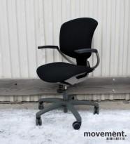 Savo Ikon 3 kontorstol med armlener, nyoverhalt og nytrukket i sort stoff