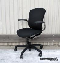 Savo MaxIkon 5 kontorstol med høy rygg og armlener, nytrukket i sort (Gandal)