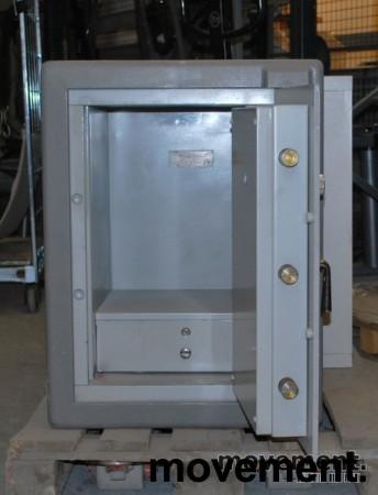 Chubbsafe S 2 W 7/1 liten safe med kodelås, åpen dør, 74 cm høyde, pent brukt bilde 3