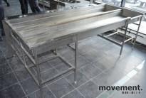 Stor benk i rustfritt stål for sortering / oppvaskbakker etc, 260x148cm, brukt