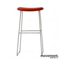 Cappellini Hi-Pad Stool, design Jasper Morrison, barkrakk i rødt, pent brukt