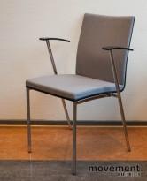 Konferansestol / møteromsstol / stablestol i sort / krom / grått, pent brukt