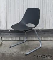 Moon konferansestol i sort / sølvgrått, sittehøyde 45 cm, pent brukt