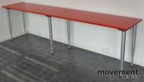 Kinnarps rektangulært bord med rød plate, 260x50cm, brukt