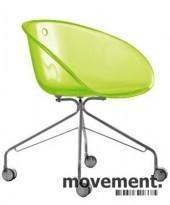 Morsom loungestol på hjul, Gliss 968 fra Pedrali i grønn akryl, pent brukt