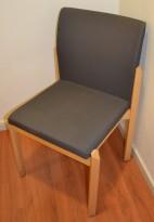 Konferansestol fra Kinnarps i bjerk / grått, uten armlene, pent brukt